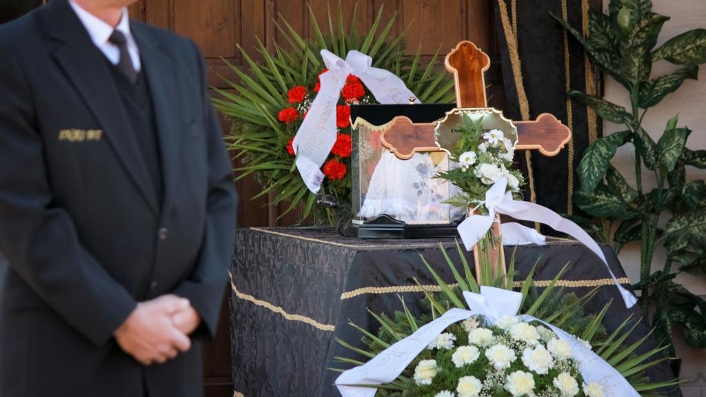 urnás temetési ravatal